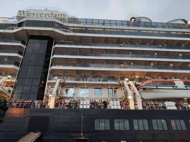 Cruise Ship Passengers Still in Cambodia Free to Travel in Sihanoukville, says Government