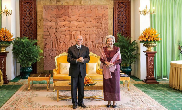 King Norodom Sihamoni and Queen Norodom Monineath Sihanouk Contribute to Stop COVID-19