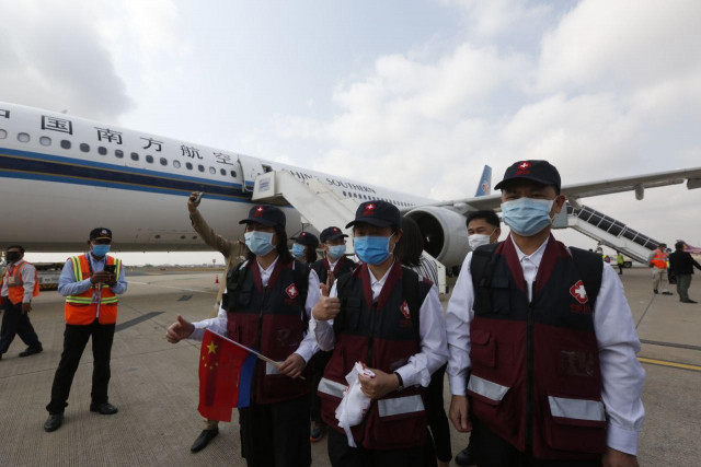 Chinese Doctors Arrive in Cambodia to Share COVID-19 Experiences