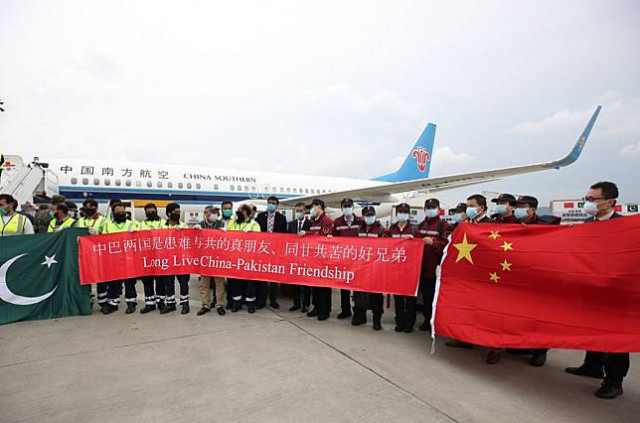 Chinese medical team arrives in Pakistan to help fight COVID-19