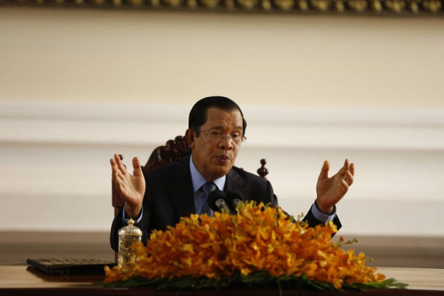 Hun Sen Orders Closure of Casinos, but Factories to Stay Open