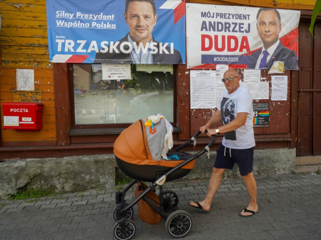 Poland votes in tight presidential election