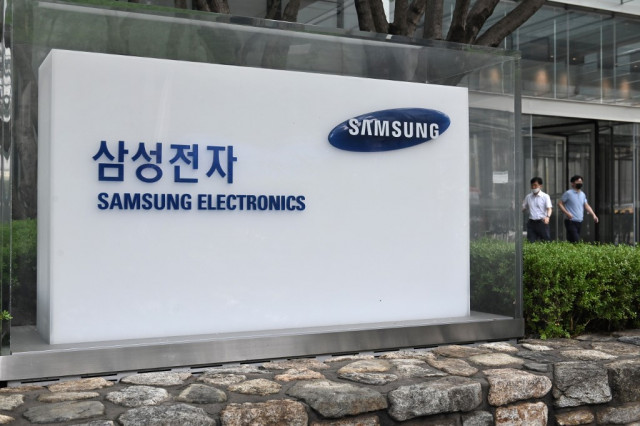 Samsung Electronics defies pandemic with profit rise