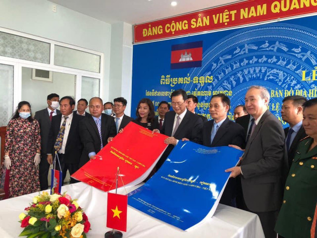 Cambodia and Vietnam Formally Exchange Border Maps
