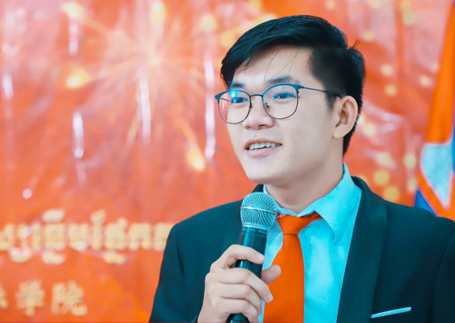 A Cambodian Student Explains what Prompts Him to Study Chinese Language