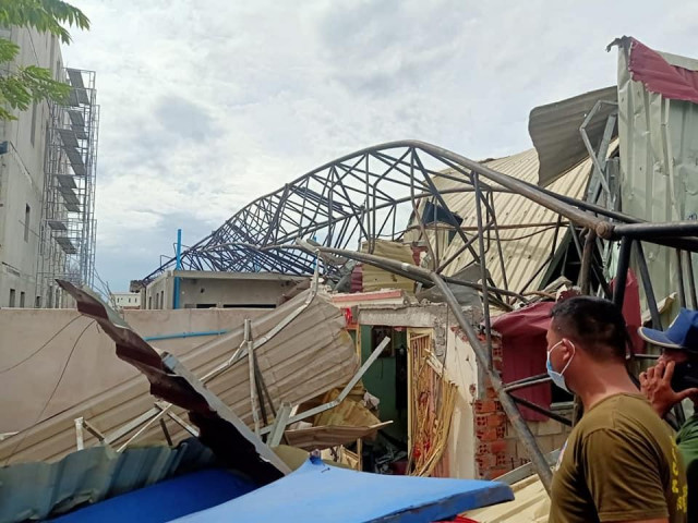 Collapsed Crane Kills Five in Poipet