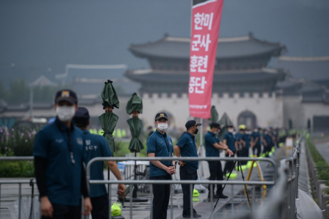 South Korea tightens curbs in capital to control virus surge