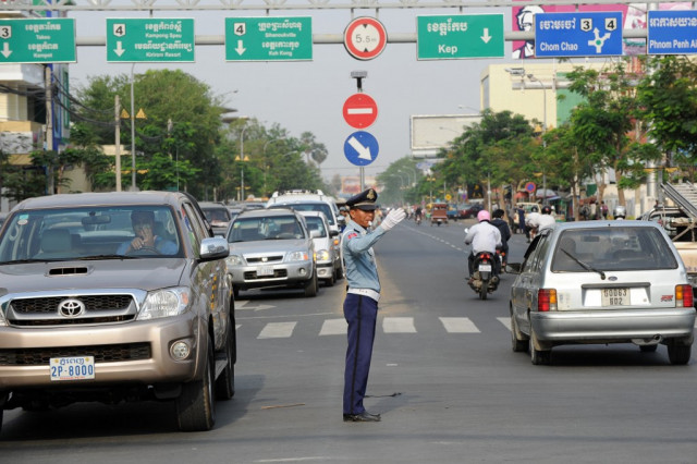 Traffic in Cambodia: A Game of Cat and Mouse