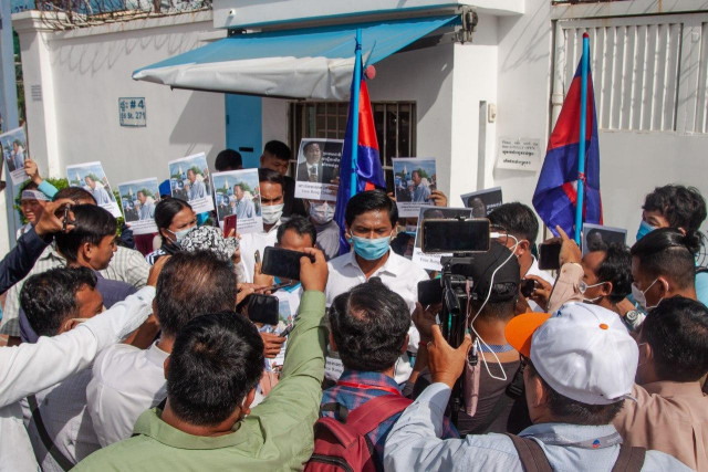 Protests Calling for Rong Chhun's Release Continue despite Intimidation