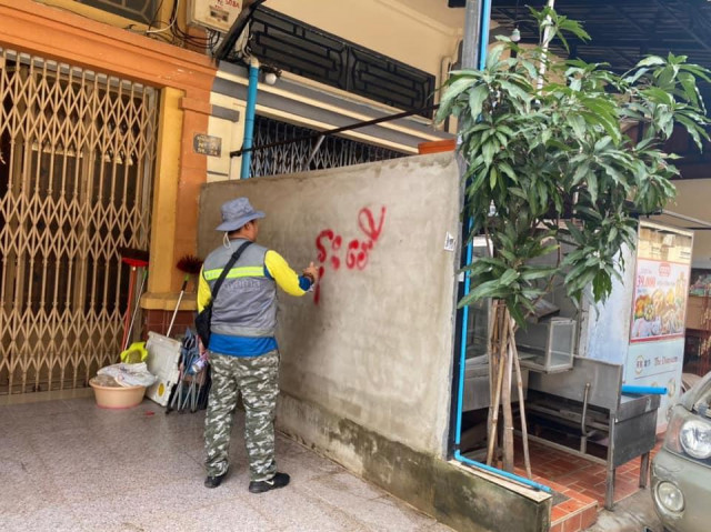 Residents of a District in Phnom Penh Have 10 Days to Remove Home Extensions on Public Space