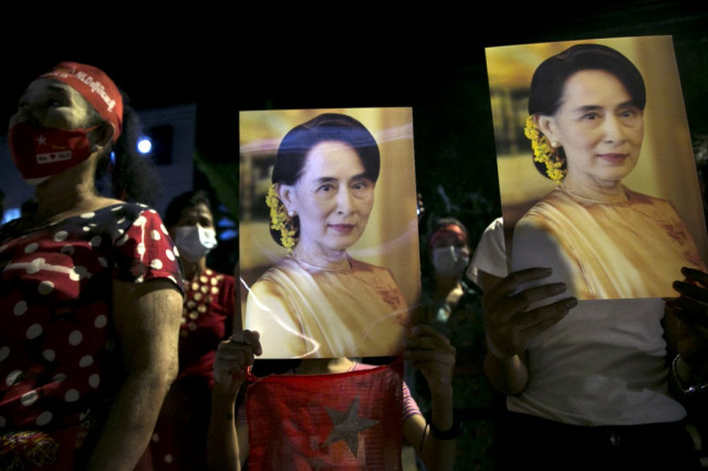 Suu Kyi's party says it won landslide victory in Myanmar polls