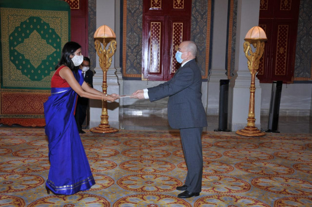 New Indian Ambassador Presents her Credentials to King Norodom Sihamoni