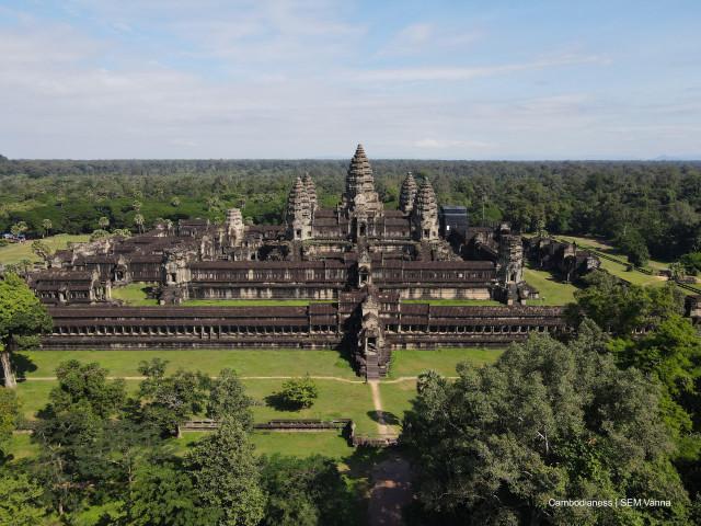 """""""Angkor Lake of Wonder:"""" the Shadow Cast over Angkor by NagaWorld"""
