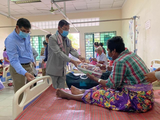 Eight Dead from Alcohol Poisoning in Kampong Chhnang Province