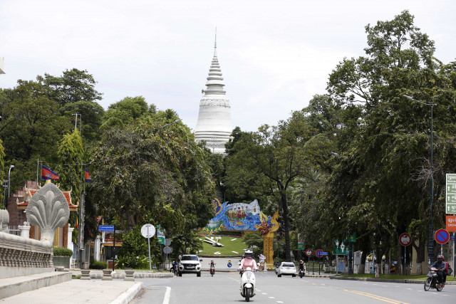 Cambodians Urged to Stay Vigilant Against COVID-19 during Holiday Season