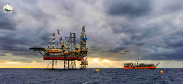 PM Hun Sen Greets Cambodia's First Drop of Crude Oil, Rejects Oil Curse