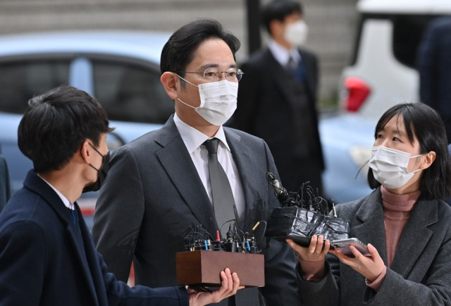 Samsung chief faces corruption verdict