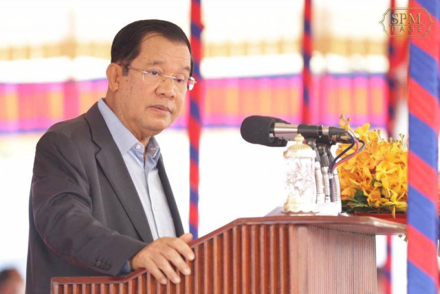 Hun Sen Tells the Health Authorities to List Cambodians Wishing to Be Vaccinated for COVID-19