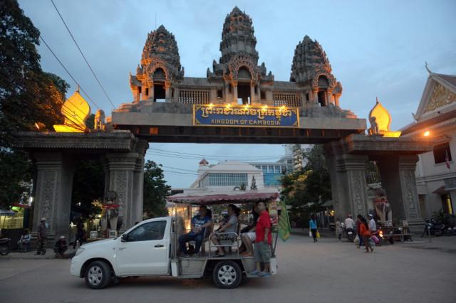 Desperation Forcing Cambodians to Cross Thai Border Illegally, Despite COVID-19