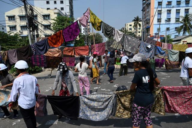Women's clothes help protesters skirt Myanmar's junta